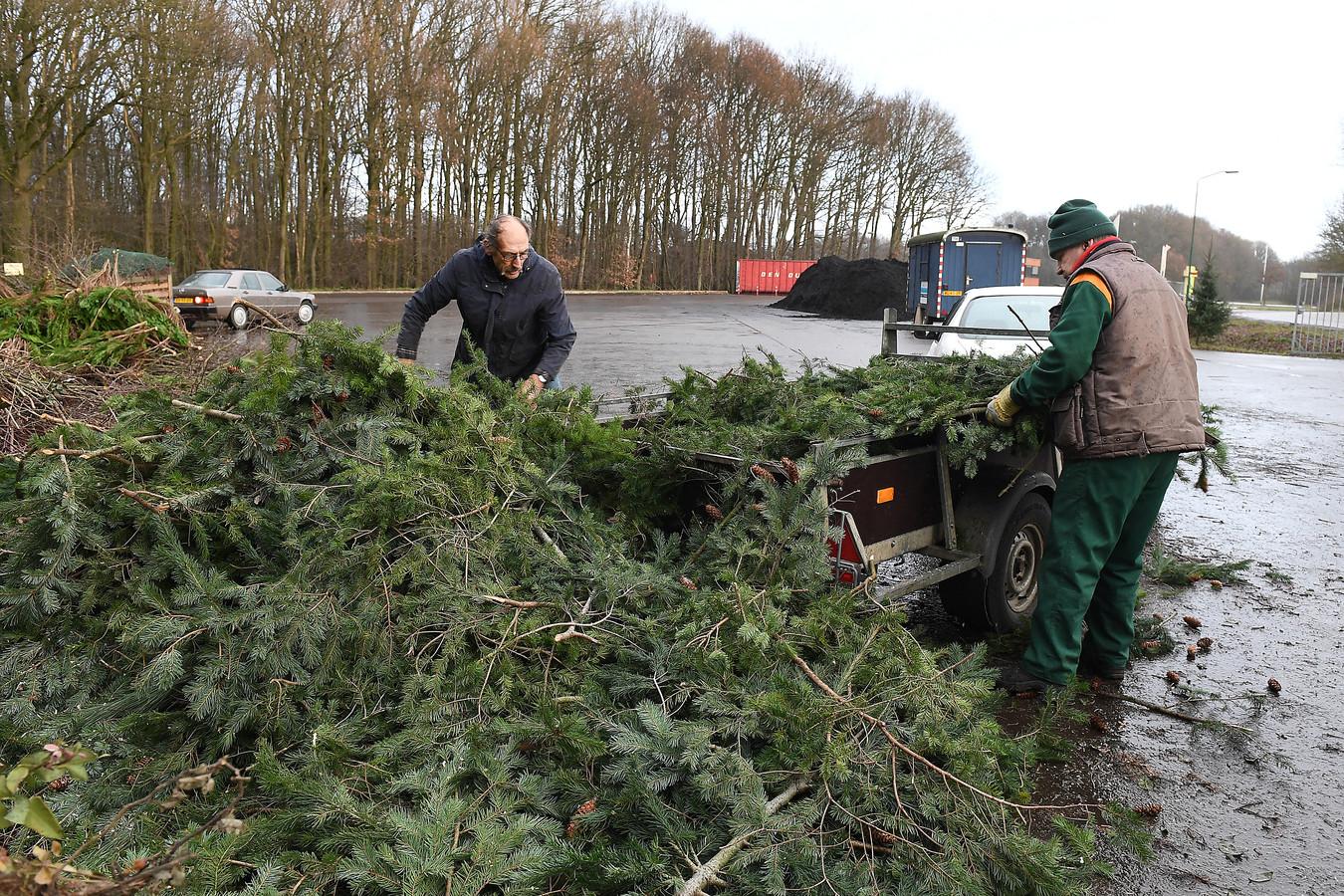 Bij de milieustraat in Haps, waar ook de Boekelaren terecht moeten met hun afval, wordt de laatste weken aanzienlijk minder groenafval aangevoerd.