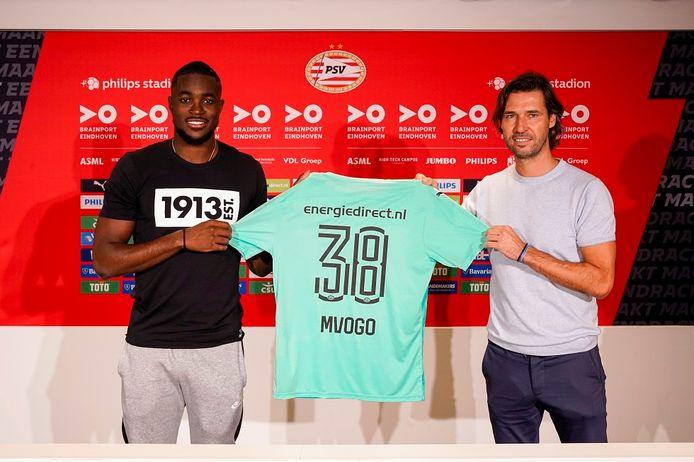 John de Jong eerder dit seizoen met Yvon Mvogo, die ook komend seizoen bij PSV lijkt te keepen.