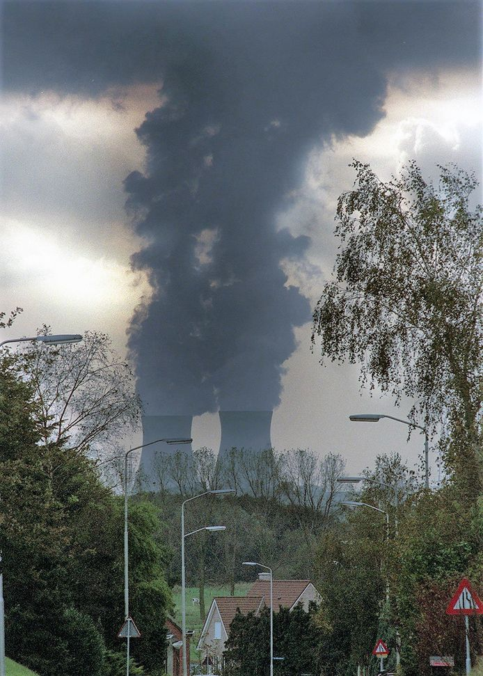 Doel gezien vanaf Calfven. Die kerncentrale moet dicht