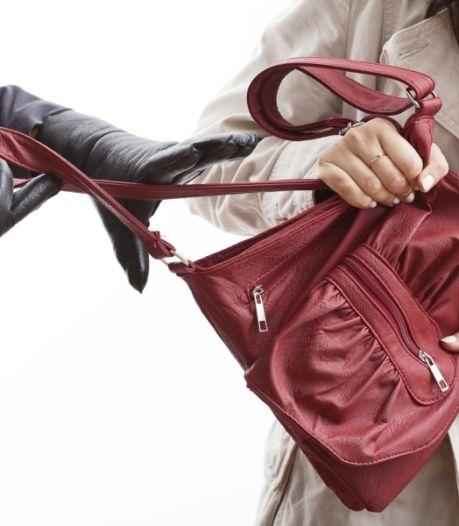 Vrouw in Vlissingen van tas beroofd op klaarlichte dag