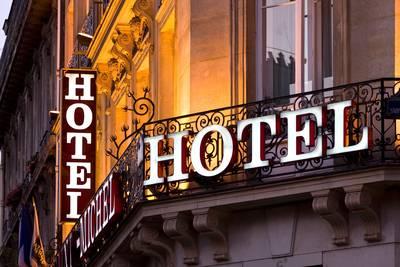 Vrouw krabt agent omdat ze uit Bredaas hotel wordt gezet na roken van joint