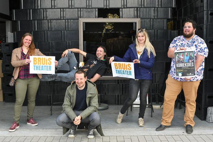 Het nieuwe Bruistheater. We zien Coralie Morisse, Matthijs Degrande, Kevin Pottier, Barbara Loots en Jonathan Tanghe