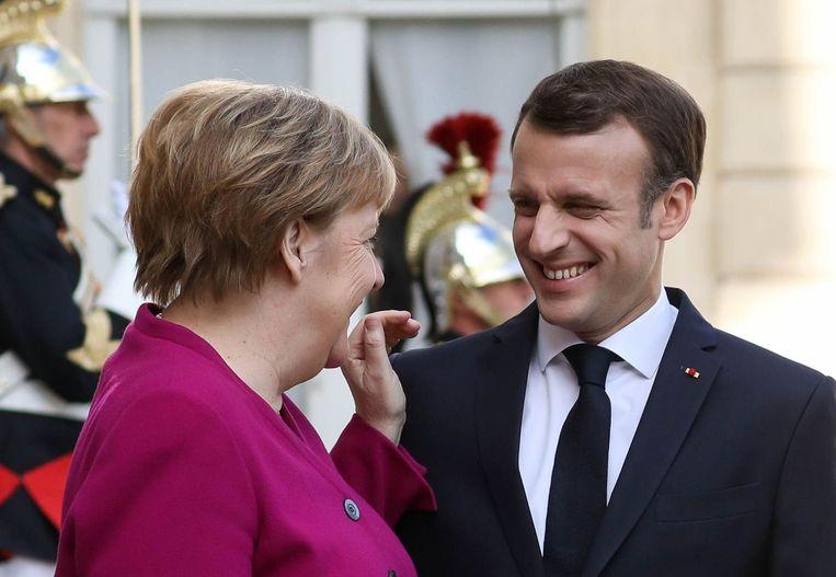 Angela Merkel en Emmanuel Macron. Beeld Photo News