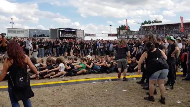 Feest op Alcatrazfestival! Metalheads doen spontaan 'de boot' voor Alex Agnew en Diablo Blvd