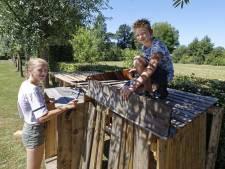 Geen bouwdorp in Schijndel, dan maar thuis een hut bouwen