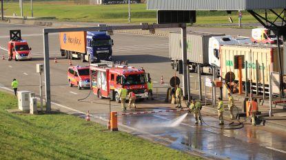 Vrachtwagen verliest deel van lading slib aan Liefkenshoektunnel