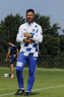 Van voetballoos vooruitzicht naar avontuur in Israël: Voormalig RKC-trainer Van den Berg wil zijn voetbal-cv weer opvijzelen