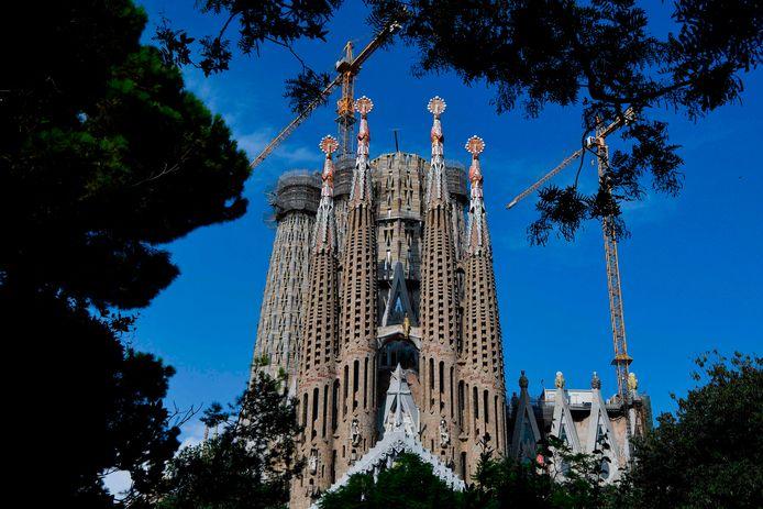 De Sagrada Familia, de basiliek van Gaudi in Barcelona. Nog altijd in de steigers.