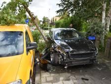 Flinke ravage op Voorburgseweg Leidschendam na aanrijding met vuilniswagen