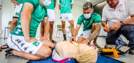 """""""Wat Eriksen meemaakte, kan iederéén overkomen"""": Cercle Brugge schakelt Rode Kruis in om spelers en trainers te leren reanimeren"""