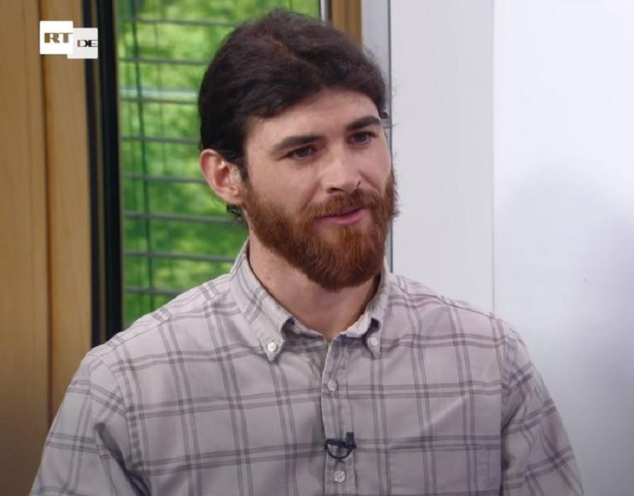 Franco Albrecht tijdens zijn interview met de Russische nieuwszender RT, dinsdag.