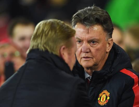 Koeman en Van Gaal tijdens de wedstrijd Southampton-Manchester United.
