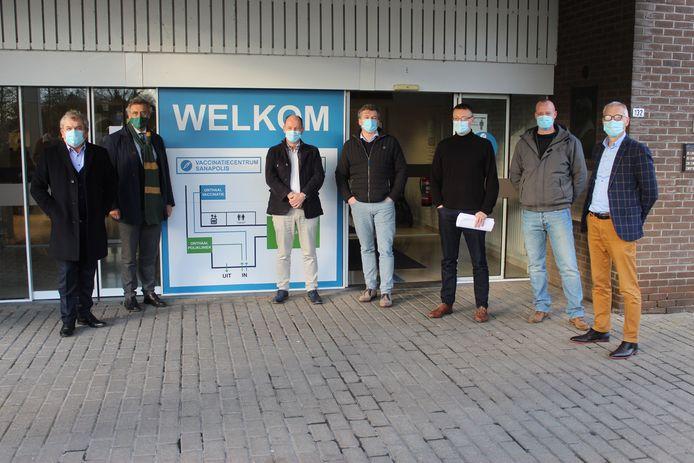 De burgemeesters en verantwoordelijken voor Sanapolis in Sijsele.