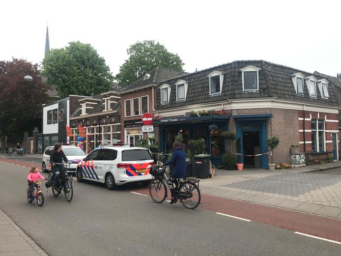 Beeld van mei dit jaar: politie met spoed naar de overvallen bloemenzaak in Zwolle.