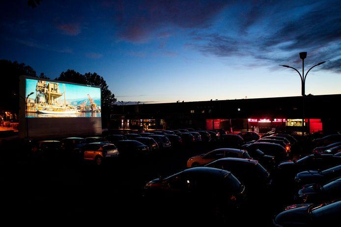 Een drive-inbioscoop, zoals hier in Frankrijk, vindt misschien ook aan Flanders Expo plaats.