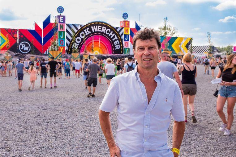 Dirk Claes, na morgen na 24 jaar 'festivalburgemeester' af, aan de ingang van de festivalweide. Beeld Sven Ponsaerts