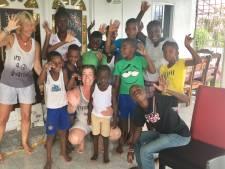 Reisbureau in Zierikzee laat schoolbus in Paramaribo rijden