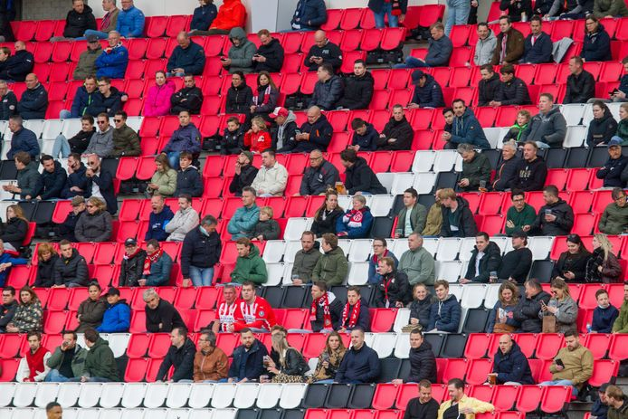 Supporters in het Philips Stadion.