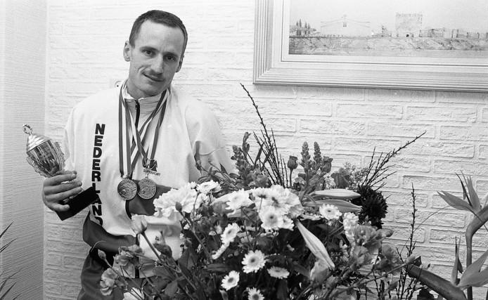 John Cocu als wereldkampioen in 1988. foto: Ed van Alem