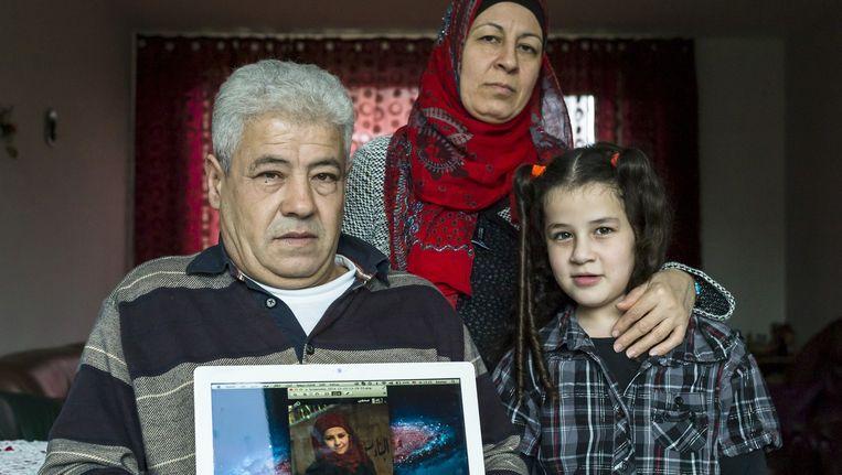 Gevluchte Syrische familie Ijbara, met vader Mhamad, moeder Abeir, zoon Mustafa, dochter Shahed (staartjes, 9) en Rand (11). De oudste dochter Marah (21) zit nog in Syrie en heeft nog steeds geen toestemming om zich te herenigen met het gezin omdat ze volwassen is. Beeld Chris Keulen