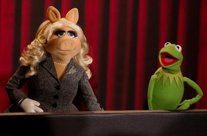 Miss Piggy (L) en Kermit the Frog.