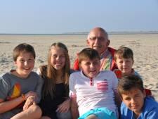 Geliefde dokter Arne (77) was net zo betrokken bij zijn patiënten als bij zijn gezin: 'Hij was erg trots op ons'