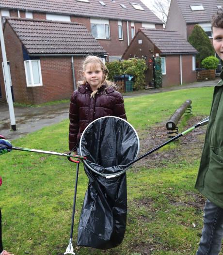 Hellevoetsluis begint project tegen zwerfvuil: 'We halen per keer wel drie vuilniszakken op'