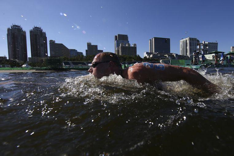 Ferry Weertman in actie op de 10 kilometer open water. De Nederlander slaagde er in Tokio niet in zijn olympische titel te prolongeren. Hij werd zevende. Beeld Reuters