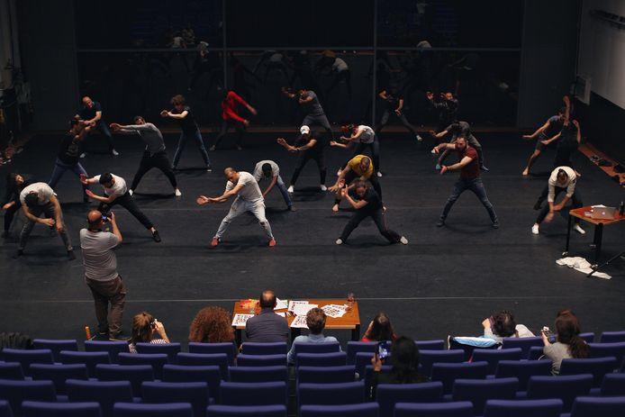 Producent van de voorstelling is WAT WE DOEN in samenwerking met ICK Amsterdam, Andalusisch Orkest Amsterdam, George en Eran Producties en Meervaart.