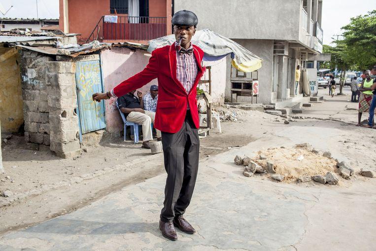 De vader van Guyjo Kilenge Kabema (25, op de foto) was een sapeur. Hij stuurt zijn zoon vanuit Engeland elk jaar met Kerst een koffer merkkleding. Beeld Yvonne Brandwijk