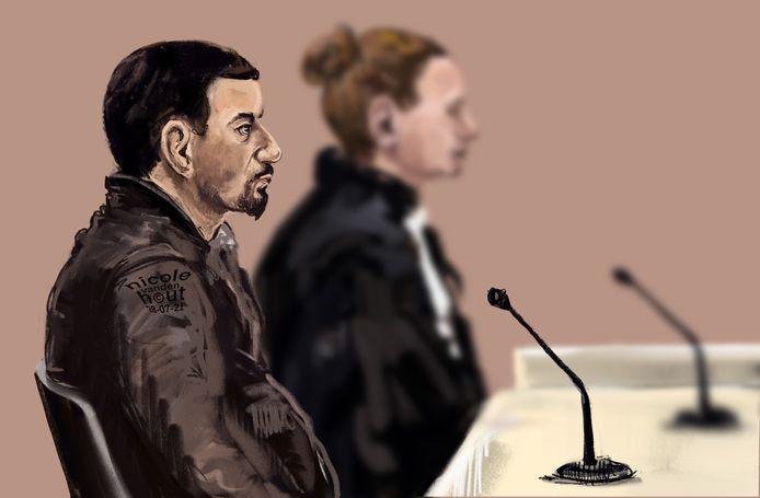 Tekening van Elyomar P. in de rechtbank van Den Haag. Hij wordt verdacht van ernstige kindermishandeling, bedreiging en vernieling.