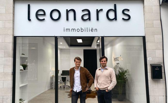 Artsiom Sergeyovich en Laurent Poulain, voor de tweede vestiging van Leonards in de Korte Steenstraat