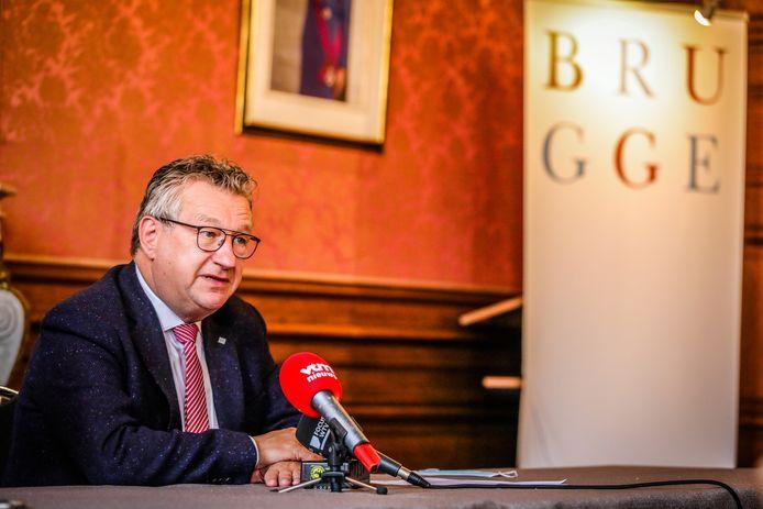 Burgemeester Dirk De fauw zet zelf stadsmedewerkers in in andere sectoren.