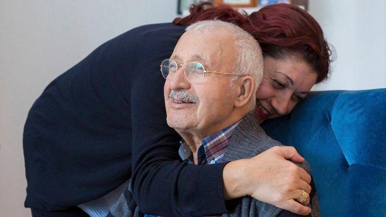 Fatos Ipek-Demir met haar vader.  Beeld