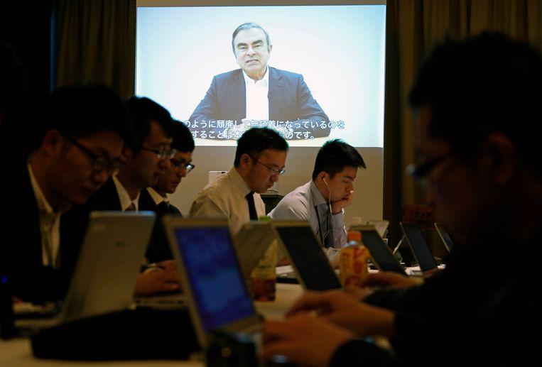 Ghosn werd in november aangehouden in Japan. In maart kwam hij onder strenge voorwaarden op borgtocht vrij, maar na een nieuwe aanklacht werd hij opnieuw vastgezet.