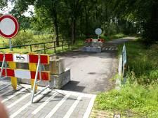 Omwonenden zijn afgesloten bruggen over de Reusel helemaal zat: 'Wij eisen een gesprek'