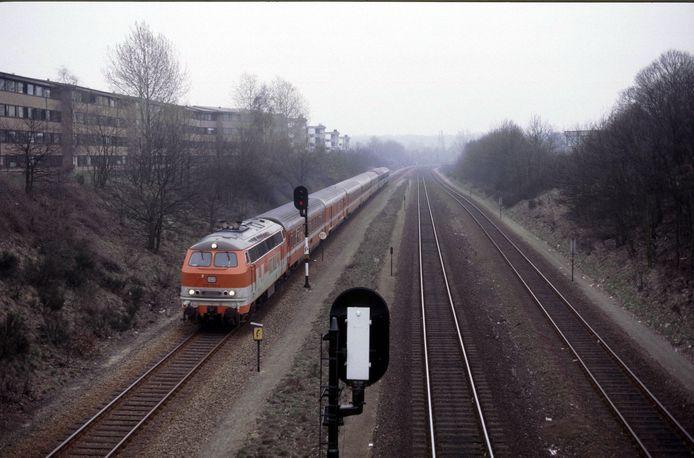 De Austria Express, de nachttrein vanuit Oostenrijk, rijdt in april 1987 station Nijmegen Heyendaal binnen. De nachttrein werd een maand later geschrapt, de verbinding naar Kleef volgde in 1991.