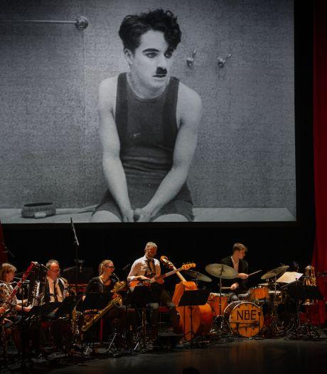 Capriolen Charlie Chaplin feestelijk op muziek gezet