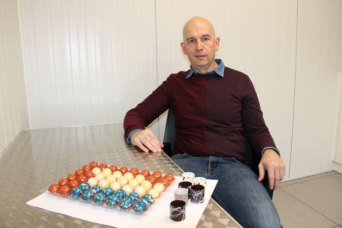 Tom DeGres van Saverde met enkele van hun chocolade creaties.