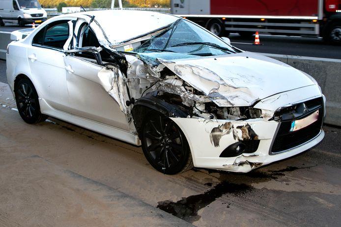 De auto raakte flink beschadigd aan de passagierszijde.