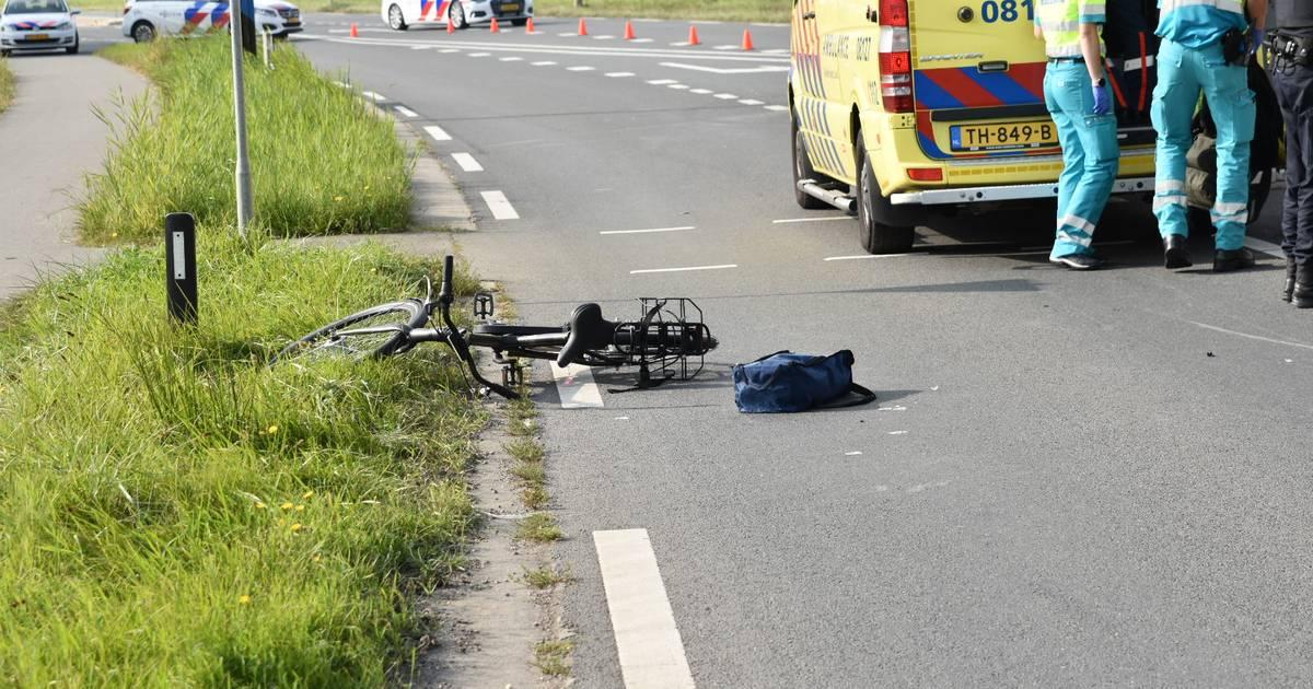 Fietsster gewond bij botsing met auto in Rossum.