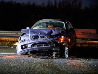 Dronken bestuurder met duizenden euro's in zijn zakken crasht na achtervolging door politie