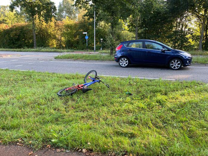 In Zutphen werd een fietser bij het oversteken door een auto geschept.