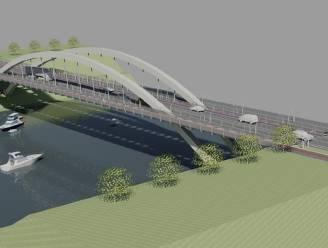 Nieuwe brug vaart over Albertkanaal naar Briegden