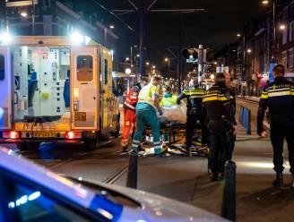 """Man steekt met groot mes in op slachtoffer in Rotterdam, getuige slaat verdachte neer met knuppel: """"Een bloedbad"""""""
