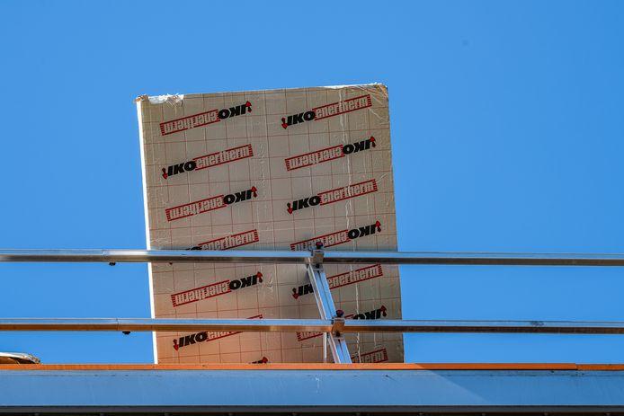 Isolatieplaat van dak gewaaid in Tilburg
