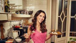Aan tafel! Sandra Bekkari flanst een sterrenmenu in elkaar voor de feestdis