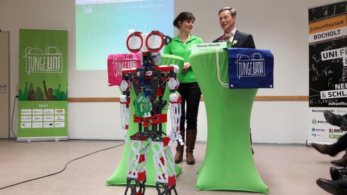 Thomas Waschki, wethouder in Bocholt, en universiteitsleider Katharina Eichelberg bij de start van de Junge Uni.
