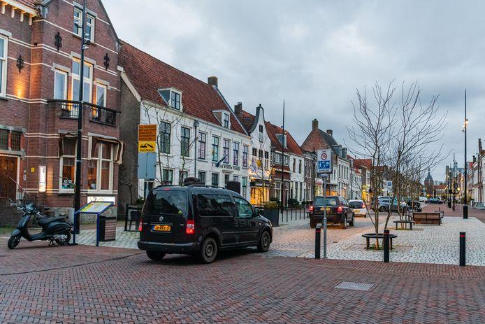 Winkelerf waar de auto te gast is op de Voorstraat in Vianen.
