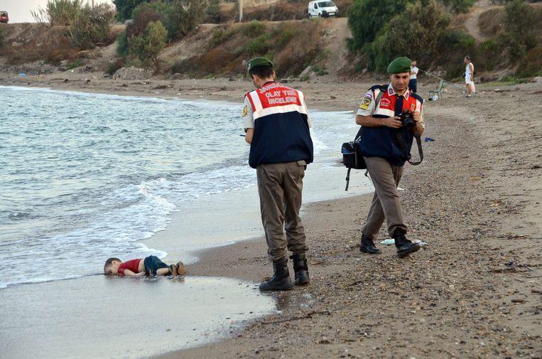 De foto van het Syrische jongetje dat verdronk in een poging Europa te bereiken. Beeld anp